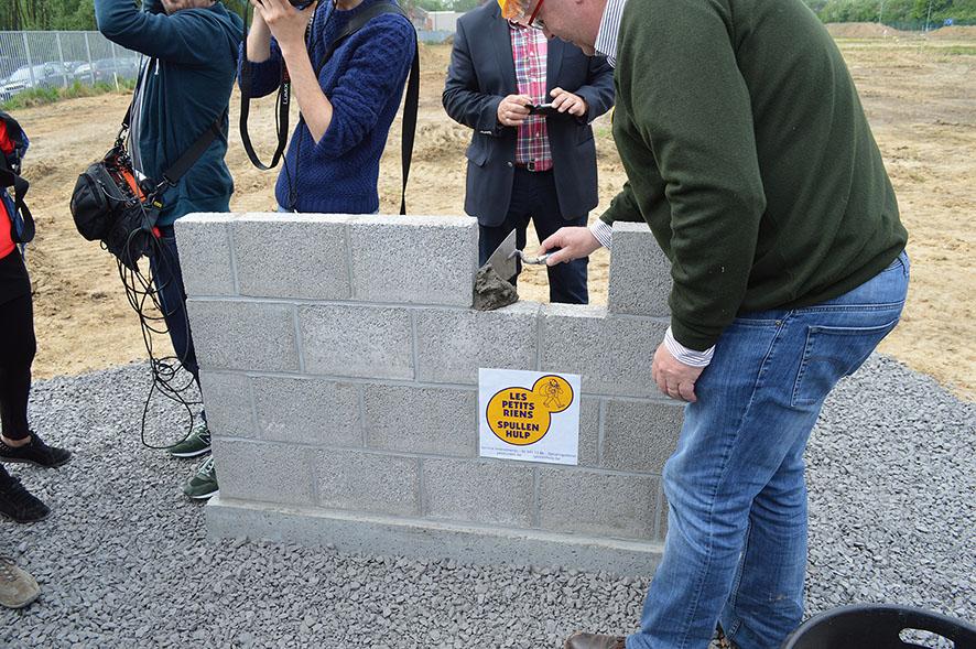 Pose 1ere pierre Les Petits Riens (4) 25042014